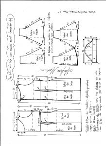 Esquema de modelagem de vestido víntage evasê com recorte tamanho 44.